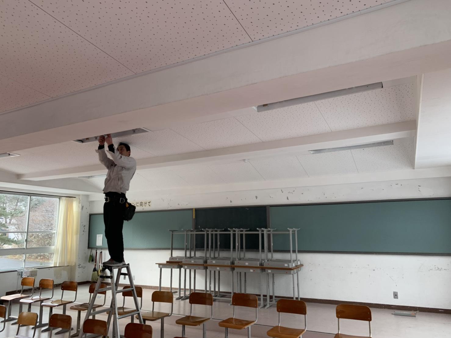 青森小泊中学校LED照明化工事 サブ01